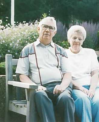 Lee and Joan Kelvington share a moment in this 1997 photo.